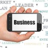 Concetto di finanza: Mano che tiene Smartphone con l'affare su esposizione Fotografie Stock Libere da Diritti