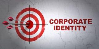 Concetto di finanza: obiettivo ed identità corporativa sul fondo della parete Fotografia Stock