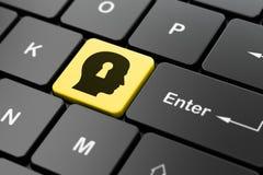 Concetto di finanza: Testa con il buco della serratura sul computer Fotografie Stock Libere da Diritti
