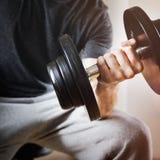 Concetto di forma fisica di esercizio di allenamento di addestramento del peso Fotografia Stock