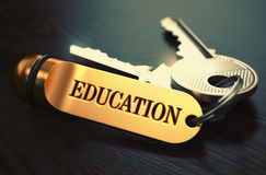 Concetto di formazione Chiavi con l'anello portachiavi dorato Immagini Stock