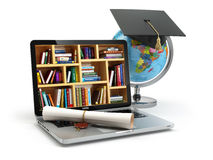 Concetto di formazione Computer portatile con i libri, globo, cappuccio di graduazione e Fotografie Stock