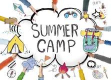 Concetto di godimento di esplorazione di avventura del campeggio estivo illustrazione vettoriale