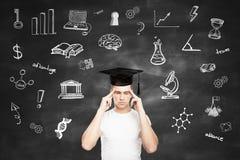 Concetto di graduazione con l'uomo pensieroso Fotografia Stock Libera da Diritti
