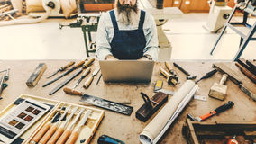 Concetto di Handicraft Wooden Workshop dell'artigiano del carpentiere immagine stock