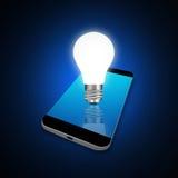Concetto di idea con le lampadine sullo smartphone, illustra del telefono cellulare Fotografia Stock