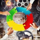 Concetto di integrazione e di lavoro di squadra con collegamento dell'ingranaggio rappresentazione 3d Immagini Stock
