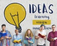 Concetto di invenzione dell'innovazione di creatività di idee della lampadina fotografia stock libera da diritti