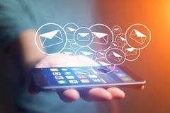 Concetto di invio del email sull'interfaccia dello smartphone con il messaggio CI fotografia stock libera da diritti