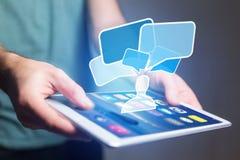 Concetto di invio del email sull'interfaccia dello smartphone con il messaggio CI fotografie stock