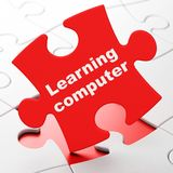Concetto di istruzione: Apprendimento del computer sul fondo di puzzle Fotografia Stock Libera da Diritti