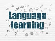 Concetto di istruzione: Apprendimento delle lingue sulla parete Fotografia Stock Libera da Diritti