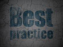Concetto di istruzione: Best practice sul fondo della parete di lerciume Fotografia Stock Libera da Diritti