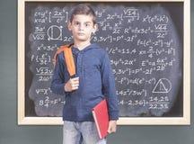 Concetto di istruzione con il ragazzo di scuola preoccupato Fotografie Stock