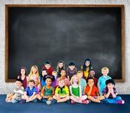 Concetto di istruzione del gruppo di felicità di diversità dei bambini dei bambini Fotografia Stock