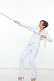 Concetto di istruzione e di affari - corda di trazione della donna di affari Fotografia Stock Libera da Diritti