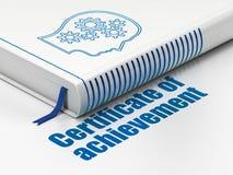 Concetto di istruzione: prenoti la testa con gli ingranaggi, certificato del risultato su fondo bianco Immagine Stock