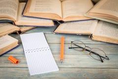 Concetto di istruzione, di studio e di ricerca Immagine Stock Libera da Diritti