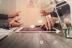 concetto di lavoro di riunione del gruppo di co, uomo d'affari facendo uso dello Smart Phone Immagine Stock