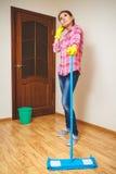 Concetto di legno del pavimento del lavaggio Fotografie Stock