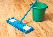 Concetto di legno del pavimento del lavaggio Immagini Stock Libere da Diritti