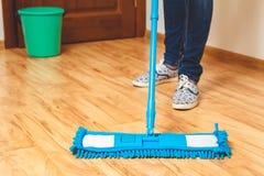 Concetto di legno del pavimento del lavaggio Immagine Stock Libera da Diritti