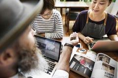 Concetto di legno di Cafe Casual Coffee di barista di analisi della rottura fotografia stock libera da diritti