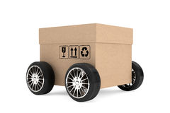Concetto di logistica, di trasporto e di consegna Scatola di cartone con whe Immagini Stock