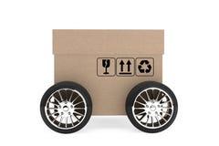 Concetto di logistica, di trasporto e di consegna Scatola di cartone con whe Fotografia Stock