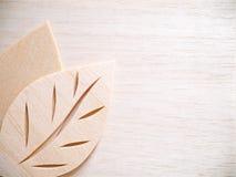 Concetto di logo di simbolo della foglia, icona di legno dell'illustrazione di progettazione di taglio Immagini Stock Libere da Diritti