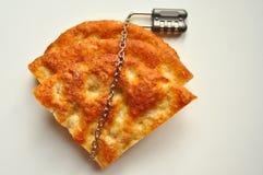Concetto di malattia celiaca con un pezzo di pane e di a Immagine Stock Libera da Diritti