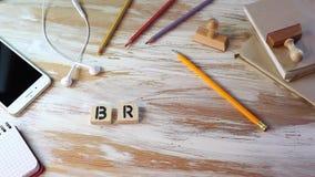 Concetto di marca Lettere di legno sulla scrivania video d archivio