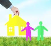 Concetto di misura di alloggio per una giovane famiglia Immagini Stock Libere da Diritti