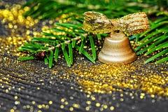 Concetto di natura morta con la campana dorata Immagini Stock