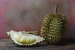 Concetto di natura morta, Durian su fondo di legno Fotografie Stock Libere da Diritti