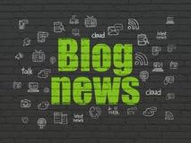 Concetto di notizie: Notizie del blog sul fondo della parete Fotografie Stock Libere da Diritti