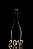 Concetto di nuovo anno Bottiglia di vino di Champagne 2017 su fondo nero Immagine Stock