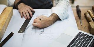 Concetto di Occupation Craftsmanship Carpentry del tuttofare immagini stock libere da diritti