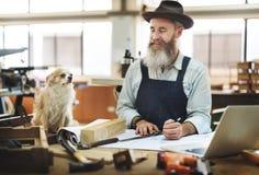 Concetto di Occupation Craftsmanship Carpentry del tuttofare fotografia stock libera da diritti