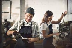Concetto di ordine di Parepare Coffee Working di barista immagini stock libere da diritti