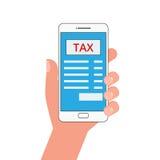 Concetto di pagamento di imposta Smart Phone con la domanda di tassa e touch screen del dito Fotografie Stock