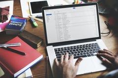 Concetto di pensiero di Using Laptop Working dell'uomo d'affari fotografia stock libera da diritti