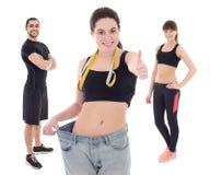 Concetto di perdita di peso - giovane donna dopo la dieta con i suoi istruttori i fotografia stock libera da diritti