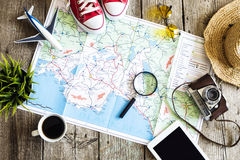 Concetto di pianificazione di viaggio sulla mappa fotografie stock libere da diritti