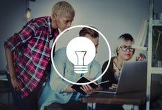Concetto di potere dell'innovazione di visione di ispirazione di idee della lampadina Fotografie Stock Libere da Diritti