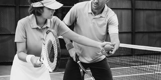 Concetto di preparazione di Training Exercise Active dell'istruttore di tennis Immagine Stock