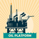 Concetto di progetto della piattaforma di petrolio marino fissato con petrolio Piazzola di eliporto, gru, torre, colonna del gusc Fotografia Stock Libera da Diritti