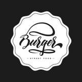 Concetto di progetto di logo dell'alimento dell'hamburger dell'iscrizione della mano Fotografie Stock