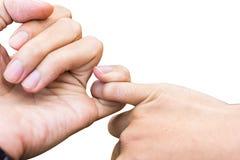 Concetto di promessa Chiuda sulle mani delle coppie che si agganciano ` la s l fotografia stock libera da diritti