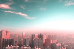 Concetto di protezione dell'ambiente: grandi città con aria severamente inquinante fotografia stock libera da diritti